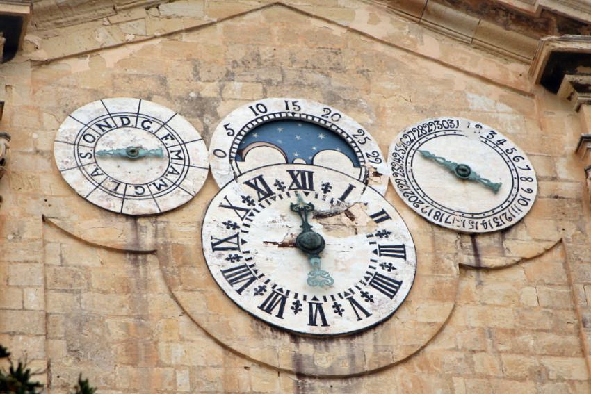 Pintos clock
